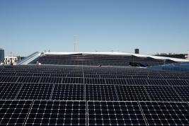 Panele-solarne-na-dachu-Futurium-w-Berlinie