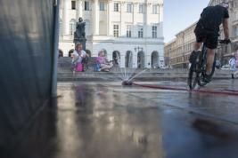 Prowizoryczna-fontanna-na-Krakowskim-Przedmiesciu-