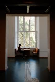 Korytarz-w-budynku-Uniwersytetu-Humboldt-w-Berlinie