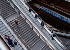 Ruchome-schody-na-dworcu-Hauptbahnhof-w-Berlinie