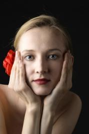Balerina-Olga-Yaroshenko-i-czerwona-roza