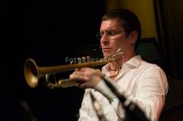Oskar-Torok-na-scenie-podczas-koncertu-Wojtek-Mozelewski-Quintet-na-Warsaw-Summer-Jazz-Days-2011-Muz