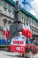 kocham-cie,-transparent,-Polska-flaga,-pomnik,-Pilsudski