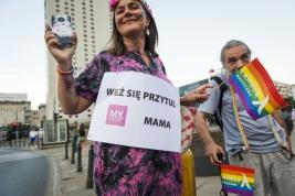 parada-rownosci;-Warszawa;-LGBT;-manifestacja;komorka