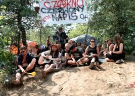 Wspolne-muzykowanie-na-polu-namiotowym-25-festiwalu-PolandRock-2019-Kostrzyn-20190802