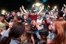 Tanczacy-tlum-podczas-koncertu-na-25-festiwalu-PolandRock-2019-Kostrzyn-20190802