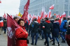 Dwie-kobiety-z-flagami-Great-Poland-podczas-marszu-Narodowcow-z-okazji-Narodowego-Świeta-Niepodlegl