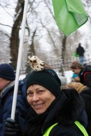 Pani-z-sowa-podczas-manifestacji-w-obronie-Puszczy-Bialowieskiej-w-Warszawie-20160118
