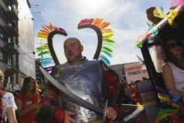 gej;-Parada-Rownosci;-zbroja;miecz