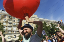 serce;-balon;broda;kapelusz;Parada-Rownosci;manifestacja