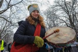 dziewczyna;-bebenek;-manifestacja;-Zieloni;-Puszcza-Bialowieska;-Warszawa