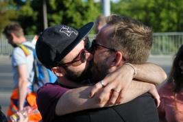pocałunek;-męski;-Parada-Równości;-Warszawa;-mężczyźni