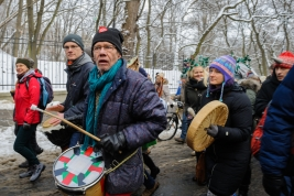 Manifestanci-z-bebnami-podczas-manifestacji-w-obronie-Puszczy-Bialowieskiej-w-Warszawie-20160118