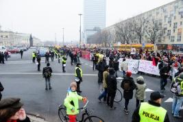 manifestacja;-antyfaszystowska;-Warszawa;-plac;-Bankowy;-policja;-manifestanci;-transparenty-