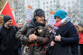 manifestacja;-antyfaszystowska;-Warszawa;-pies;-demonstranci