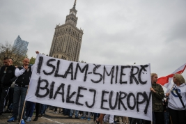 transparent;-Palac-Kultury-i-Nauki;-Warszawa;-demonstracja;-antyimigracyjna