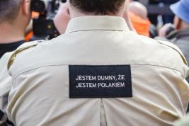 Uczestnik-manifestacji-ugrupowan-narodowych-w-Warszawie-Napis-na-koszuli-Jestem-dumny,-ze-jestem-Pol