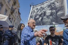 Dyskusja-z-kontrmanifestantami-podczas-manifestacji-grup-narodowych-w-Warszawie-20190501