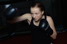 Balerina Olga Yaroshenko podczas treningu bokserskiego. / Foto © Robert Gajda